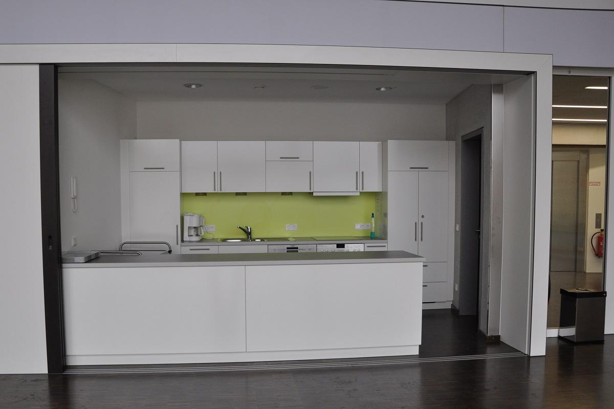 Einbauküche mit Trennwand