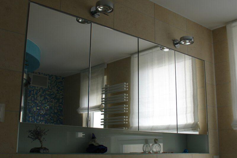 Eingelassener Spiegelschrank