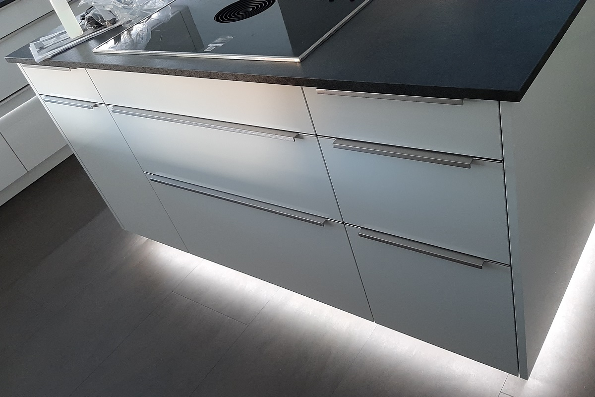 Küche mit LED-Beleuchtung