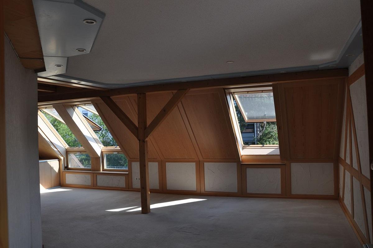 Wohnzimmerwand Dachgeschoss